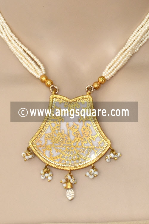 White Traditional Thewa Pendant Set 11256
