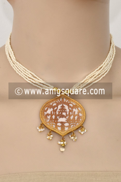 White Traditional Thewa Pendant Set 11264