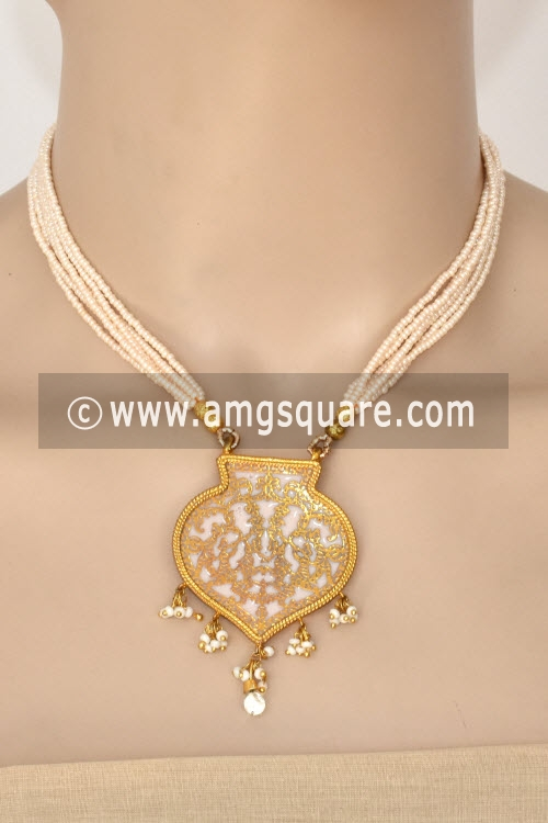 White Traditional Thewa Pendant Set 11255